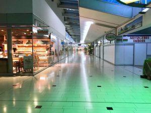 Kaufpark-Passage am Abend